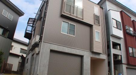 光と風をたくさん取り入れる3階建ての家