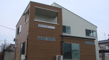 角地のプライバシーに配慮したデザイン住宅
